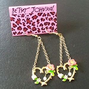 BETSEY JOHNSON gold dangly hearts pearl drop detai